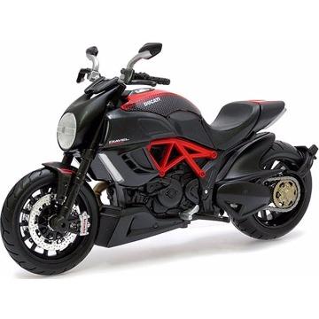 Miniatura Ducati Diavel 1/18