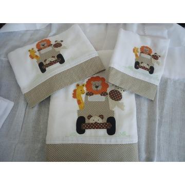 kit de toalha lenço de boca e fralda bordada