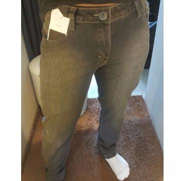 calça jeans cinza escuro sacaven