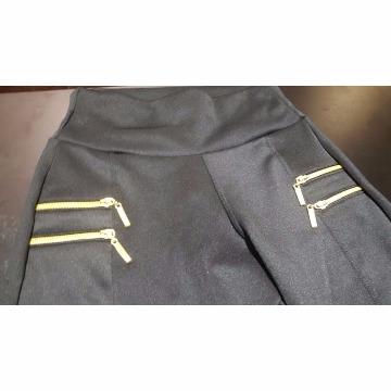 Calça leg com bolso falso dourado