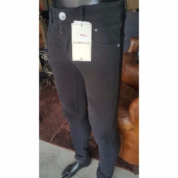 Calça jeans preta scaven