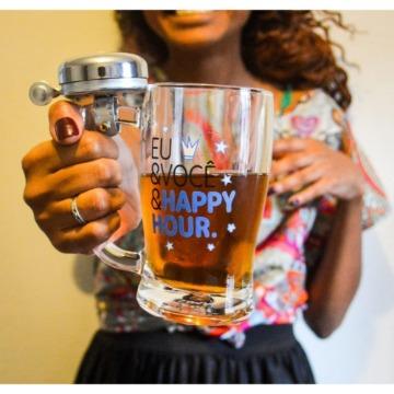 Caneca de Chopp com Campainha Eu & Você e Happy Hour.